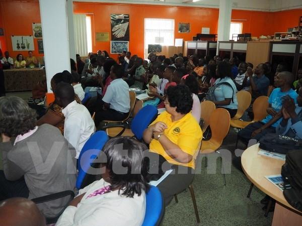 Actividad solidaria de estudiantes vietnamitas en Mozambique hinh anh 1