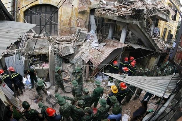 Hanoi: evacuadas decenas de personas por desplome de antigua villa hinh anh 1