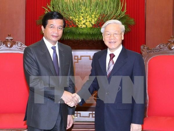 Maximo dirigente partidista recibe a saliente embajador laosiano hinh anh 1