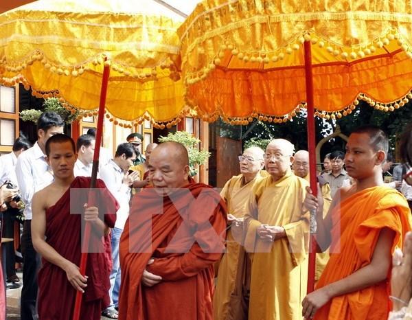 Autoridades de An Giang felicitan a khmeres por fiesta Sene Dolta hinh anh 1