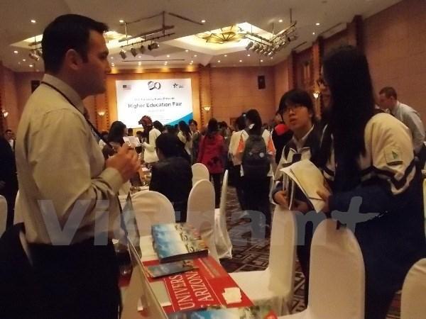 Exposicion sobre estudio en Estados Unidos en Hue hinh anh 1