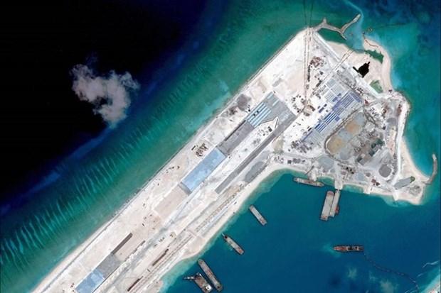 EE.UU. patrullara cerca de islas construidas ilegalmente en Mar Orient hinh anh 1