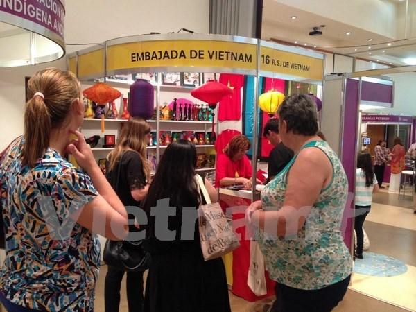 Vietnam participa en Feria de Artesanias del Mercosur hinh anh 1