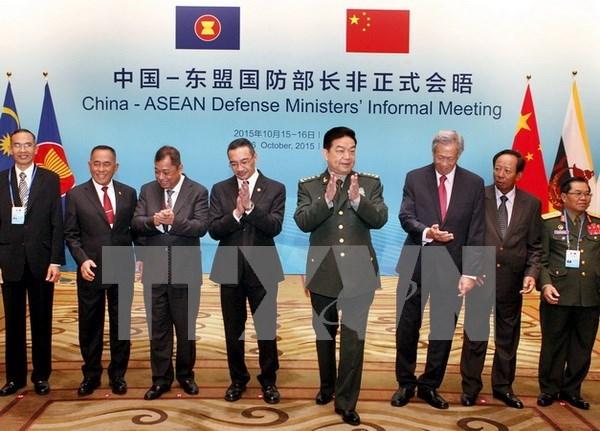 Singapur y Malasia llaman a China a cooperar por paz regional hinh anh 1