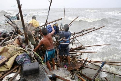 Dos muertos y cuatro heridos causa tifon Koppu en Filipinas hinh anh 1