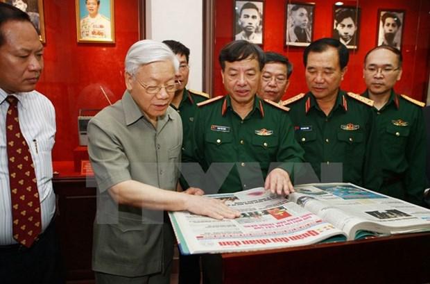 Lider partidista felicita a 65 aniversario del periodico Quan Doi Nhan hinh anh 1