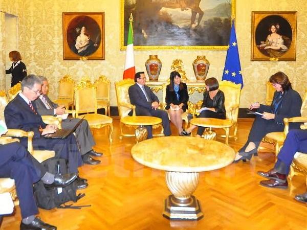 Delegacion partidista vietnamita visita Grecia e Italia hinh anh 1