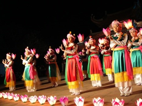 Artistas de Hanoi con esfuerzos para conservar danzas antiguas hinh anh 1