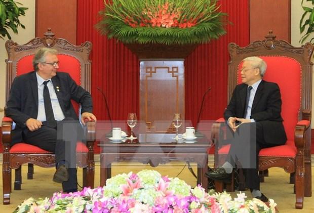 Intensifican nexos entre partidos comunistas de Vietnam y Francia hinh anh 1