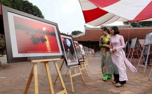 Exposicion resalta logros de 30 anos de renovacion de Hanoi hinh anh 1