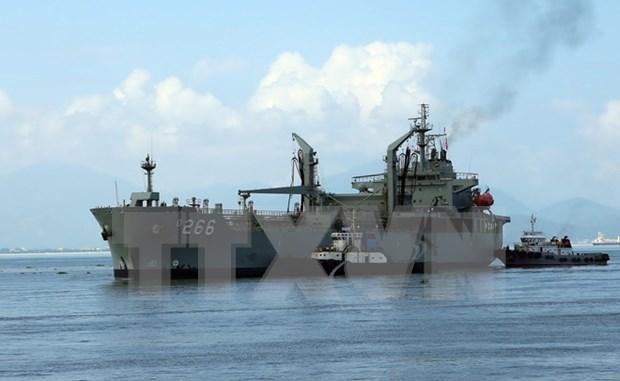 Buque de la armada australiana visita Vietnam hinh anh 1