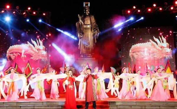 Programa artistico saluda asamblea partidista de Hanoi hinh anh 1