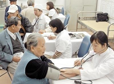 Presta Hanoi atencion a mejorar vida de ancianos hinh anh 1