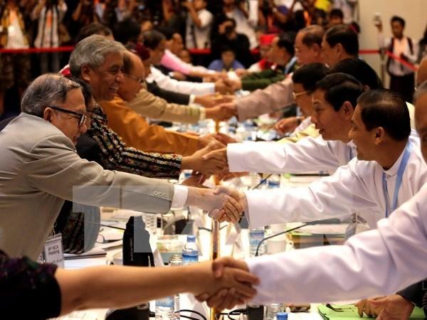 Gobierno birmano y grupos armados acuerdan pasos tras alto el fuego hinh anh 1