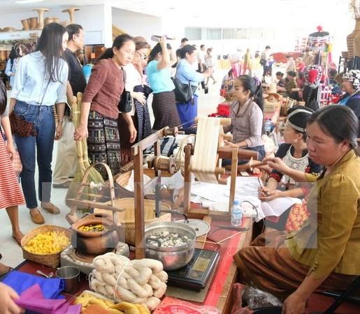 Vietnam en XIV Feria de Artesania y Bellas Artes de Laos hinh anh 1