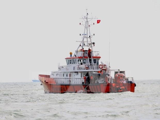 Trasladan a tierra firme dos restos de victimas de barco accidentado hinh anh 1
