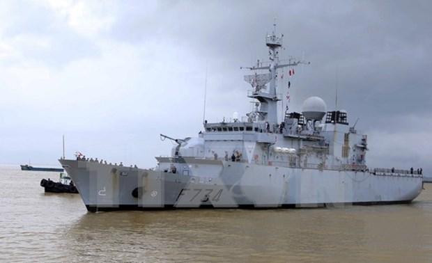 Visita ciudad vietnamita fragata de la Marina francesa hinh anh 1