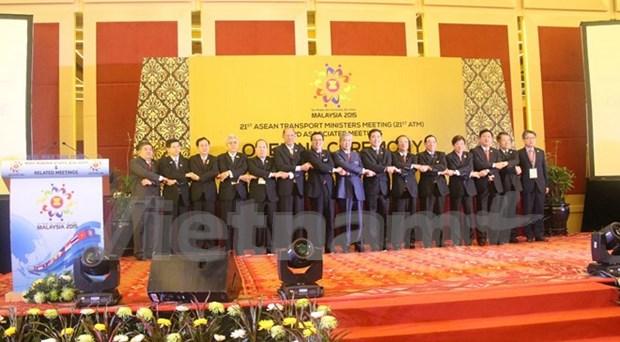 Destacan papel del transporte en desarrollo de la ASEAN hinh anh 1