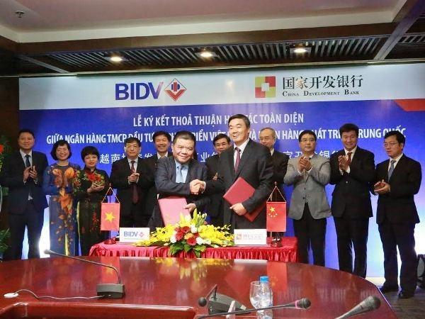 Bancos vietnamita y chino firman contrato crediticio hinh anh 1