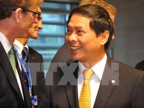 Vicecanciller vietnamita se reune con diplomaticos europeos hinh anh 1