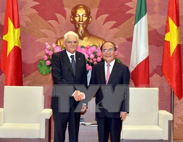 Lider parlamentario vietnamita se reune con presidente italiano hinh anh 1