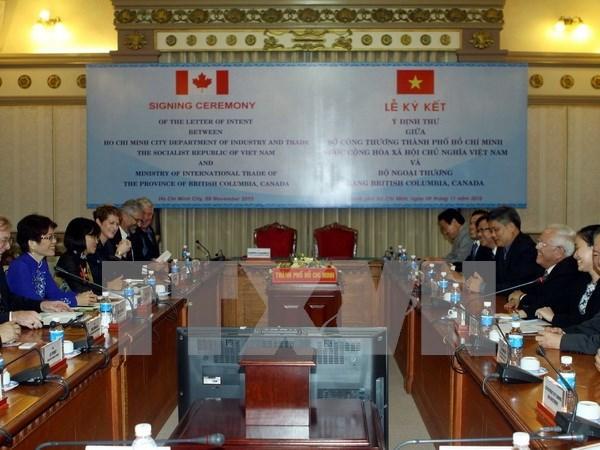 Localidades vietnamita y canadiense forjan cooperacion comercial hinh anh 1
