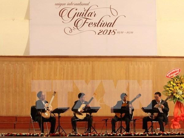 Famosos artistas asisten a Festival de la Guitarra Saigon 2015 hinh anh 1