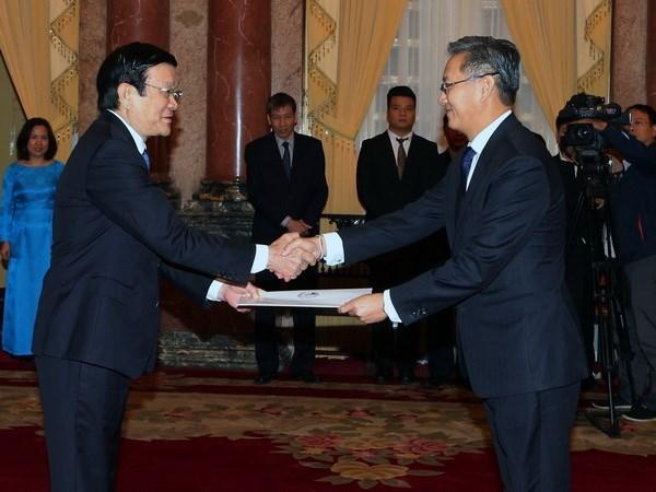 Recibe presidente vietnamita a nuevos embajadores hinh anh 1