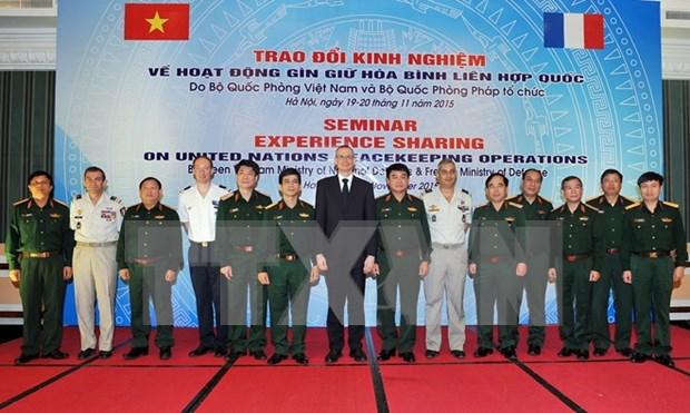 Vietnam y Francia intercambian experiencias en operaciones de paz de ONU hinh anh 1