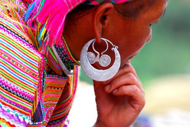 Zarcillos, simbolo de cultura de etnia Mong hinh anh 1
