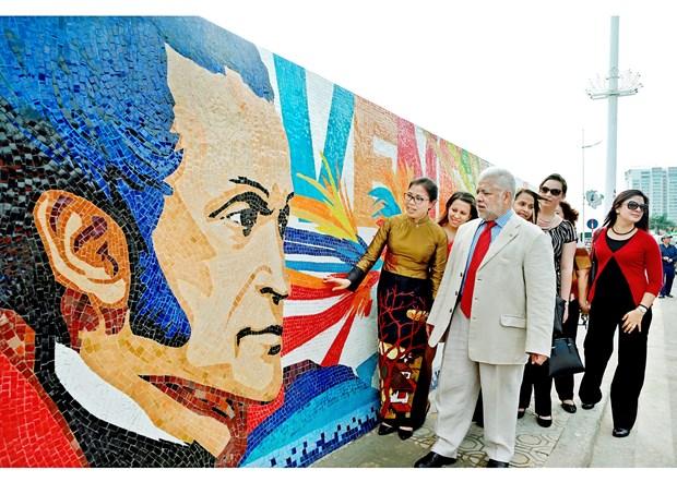 "Imagen de Bolivar honrada en ""obra del milenio de Hanoi"" hinh anh 2"