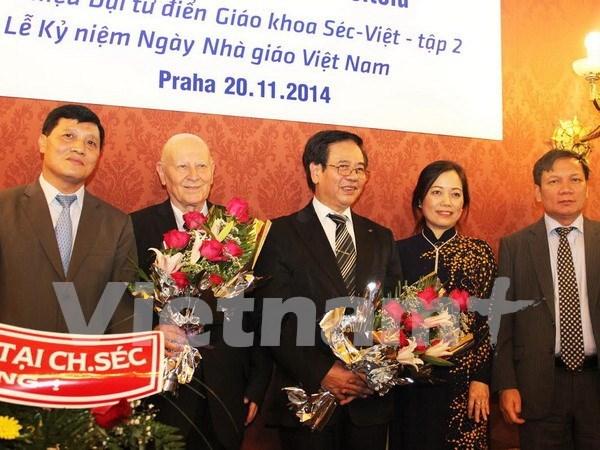 Presentan tercer tomo de gran diccionario checo- vietnamita hinh anh 1