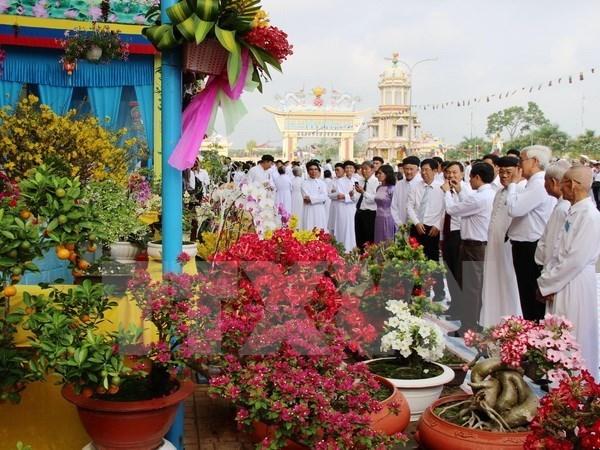 Elogian aportes de fieles de secta de Cao Dai a desarrollo nacional hinh anh 1