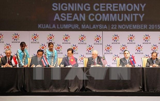 Vicecanciller: Consenso de formar Comunidad es mayor exito de Cumbre ASEAN hinh anh 1