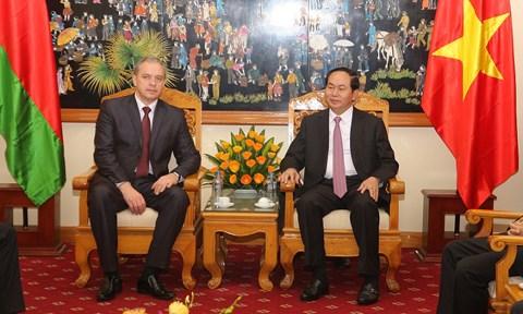 Vietnam y Belarus forjan vinculos de defensa hinh anh 1