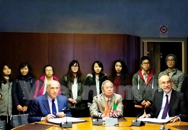 Universidades y empresas italianas ayudan a Vietnam en formacion hinh anh 1