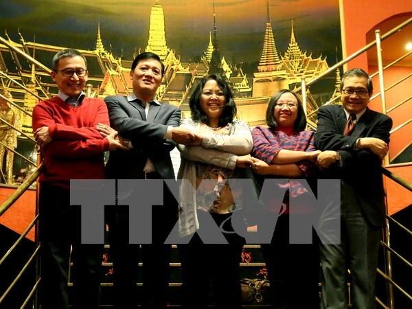 En Praga intercambio de amistad entre diplomaticos de ASEAN hinh anh 1