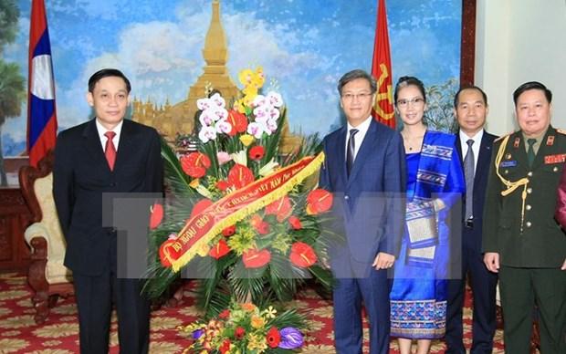 Vietnam se enorgullece de los vinculos especiales con Laos hinh anh 1