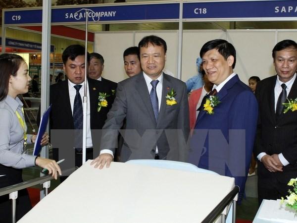 Inauguran exposicion internacional de farmacia en Hanoi hinh anh 1