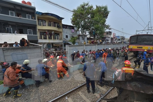 Indonesia: Decenas de muertos tras una colision entre tren y autobus hinh anh 1
