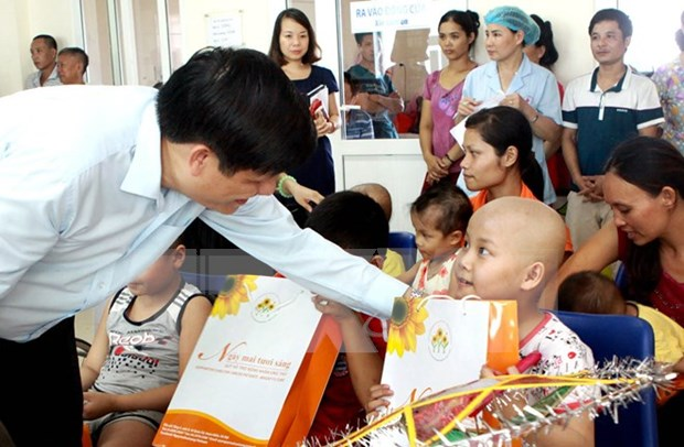 Lanzan campana para apoyar a pacientes de cancer pobres hinh anh 1