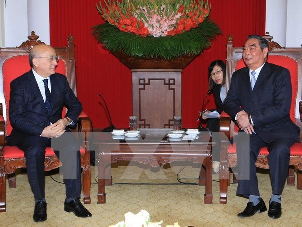 Altos funcionarios reciben a delegacion de Partido Nuevo Azerbaiyan hinh anh 1