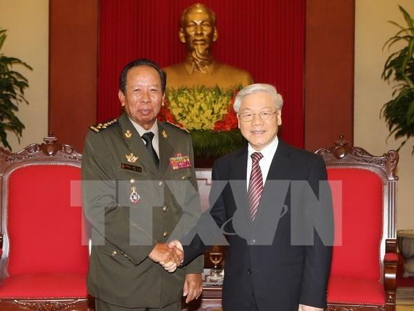 Lider partidista recibe a ministro cambodiano de Defensa hinh anh 1