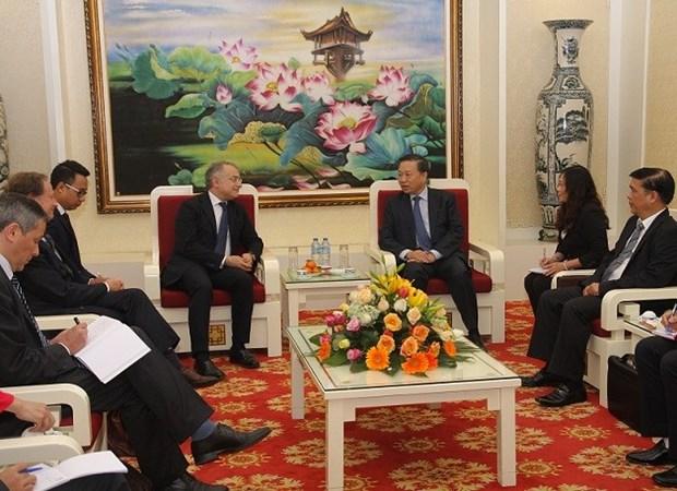 Viceministro vietnamita de Seguridad Publica recibe al alto oficial de UE hinh anh 1
