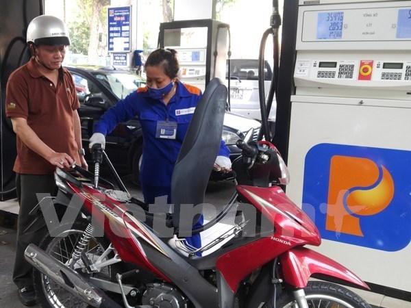 Precio de gasolina en Vietnam sigue en curva descendente hinh anh 1
