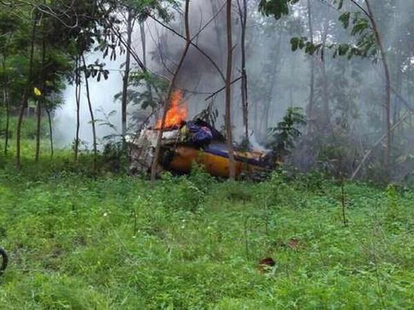 Dos pilotos mueren en accidente de avion militar en Indonesia hinh anh 1