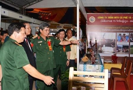 Cierran feria comercial Vietnam – Laos 2015 hinh anh 1