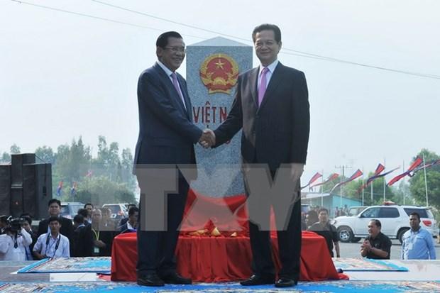 Vietnam y Cambodia determinan construir una frontera de paz y amistad hinh anh 1