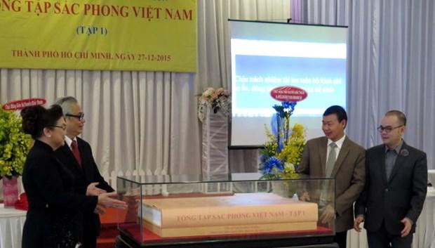 Donan documentos exclusivos de dinastia Nguyen a museo vietnamita hinh anh 1