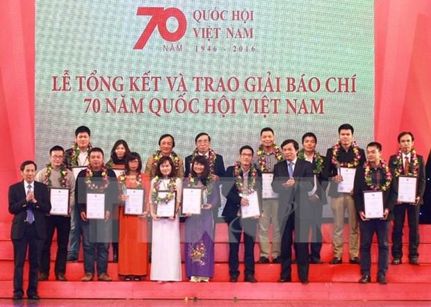 Entregan premios a la prensa por 70 aniversario del Parlamento de Vietnam hinh anh 1